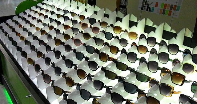 Er zijn ook accessoires te koop tijdens de Stock Outlet in Albufeira