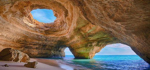 Grot van Benagil van binnen - Algarve - Portugal